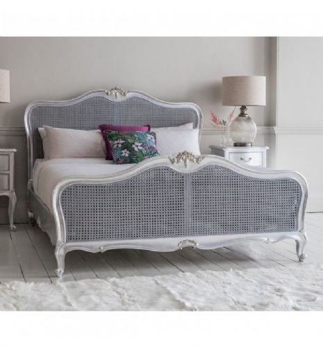Chic Rattan Bed in Silver